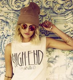 T-Shirt! I hate that stupid beanie though. Grunge Fashion, 90s Fashion, Womens Fashion, Fashion Eyewear, Hipster Fashion, Style Fashion, Coachella, Karl Lagerfeld, Estilo Rock