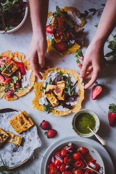 Vegaaninen kikhernehalloumi Halloumi, Ratatouille, Bruschetta, Vegetable Pizza, Salsa, Vegetables, Ethnic Recipes, Food, Essen