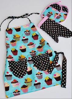 "Have a little one that likes to cook? Download this free sewing pattern and make the ""Mini Me Apron""."