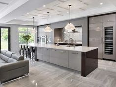 Designer Thu Vu uses simplified mouldings and trim to create coffered ceilings with shallower cross beams Lots of ideas for ceilingsto help soften the appearance of a modern, very linear room, like this project by Roca Homes and Irpinia Kitchens. Interior Design Kitchen, Home Decor Kitchen, Luxury Kitchens, House Ceiling Design, Open Plan Kitchen Living Room, Kitchen Remodel, Modern Kitchen Design, Best Kitchen Designs, Contemporary Kitchen