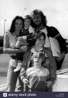 bee-gees-singer-barry-gibb-and-family-at-heathrow-airport/eo