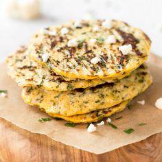 Weizenmehl ist raus und Blumenkohl ist drin! Noch 2 Eier dazu, frischer Koriander und ein Spritzer Zitrone - fertig ist dein Frühstück oder Pausensnack.