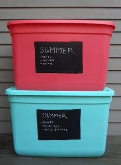Store your fall and winter clothes in labeled plastic bins is part of Winter Clothes Organization - To easily label 'em for later, use chalkboard adhesive paper and a chalk marker Read more about the system on Hardly Housewives Organisation Hacks, Storage Hacks, Garage Organization, Storage Bins, Bedroom Organization, Storage Ideas, Storage Containers, Book Storage, Diy Storage