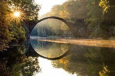 Вдохновляющее отражение;)) Чёртов мост в объективах