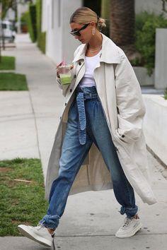 Hailey Bieber - calça pregas - calça pregas - meia-estação - street style