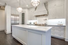 Virginia by Santamargherita provides a pleasant cream-white color that is bright, but not overbearing. Marble Countertops, Kitchen Countertops, Bathroom Paneling, Kitchen Wallpaper, Bath And Beyond Coupon, Room Setup, Carrara, Calacatta, White Kitchen Cabinets