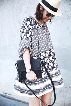 Printed black & white dress for your next vacation.