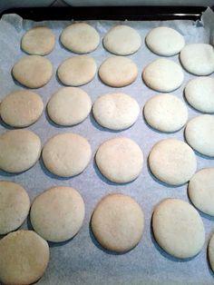 galletas-sin-mantequilla-galletitas-sin-manteca Cookies Receta, Easy Cooking, Hamburger, Veggies, Bread, Desserts, Food, Biscotti, Gluten