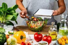 """Η δίαιτα 5-4-3-2-1 που θα κάνει την απώλεια βάρους """"παιχνιδάκι"""" - Ομορφιά & Υγεία - Athens magazine Plastic Cutting Board, Serving Bowls, Tableware, Health, Kitchen, Food, Opera, Fitness, Dinnerware"""