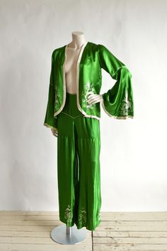 Yes PLEASE! 1920s emerald green pajamas from Dalena Vintage #fleastyle #inspo