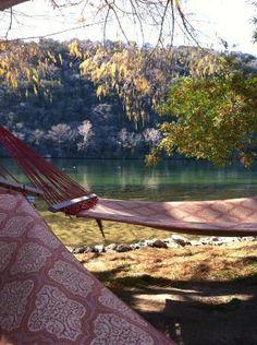 Lake Austin Spa & Resort: hammocks + water