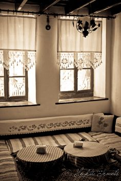 Burhaniye Restaurants – Hidden Treasure in Turkey .Traditional Turkish houses…I love this peaceful and clean style. Crochet Curtains, Lace Curtains, Linen Curtain, Cortinas Country, Diy Home Decor, Room Decor, Curtain Designs, Kitchen Curtains, Decoration Table