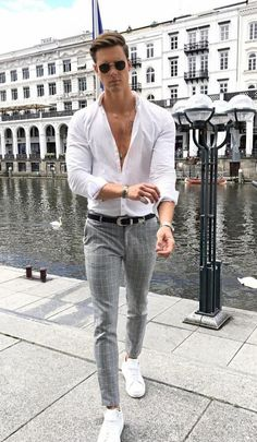 10 Best Casual Shirts For Men That Look Great! 10 Best Casual Shirts For Men That Look Great! Best Casual Shirts, Best Casual Outfits, Classy Outfits, Work Outfits, Chic Outfits, Summer Outfits, Stylish Men, Men Casual, Casual Wear