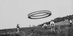 Alexander Graham Bell and crew flying a 'Tetrahedral Ring Kite' in Nova Scotia - Bell thought this would become a basic design for future airships and powered aircraft, interesting link in comments : RetroFuturism Alexander Graham Bell, Nikola Tesla, Kite Designs, Steampunk Festival, Go Fly A Kite, Kite Flying, Envelope Art, Alternate History, History Photos
