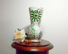 Vase Glas Mosaik weiß gold grün von Meine kleine kunterbunte Welt - abstrakte Acrylbilder und Gartendekoration aus Mosaik auf DaWanda.com