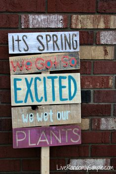 52 diy pallet signs & ideas with great quotes - big diy ideas Pallet Crafts, Pallet Art, Pallet Signs, Diy Pallet Projects, Wood Crafts, Wood Projects, Pallet Quotes, Garden Projects, Garden Ideas