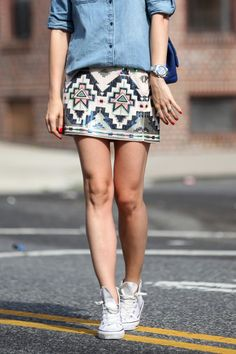 Express Neutral Pink Sequin Embellished Aztec Mini Skirt by Brooklyn Blonde Outfits With Converse, Cute Outfits, Denim Converse, Work Outfits, Summer Outfits, All Star, Aztec Skirt, Brooklyn Blonde, Outfits
