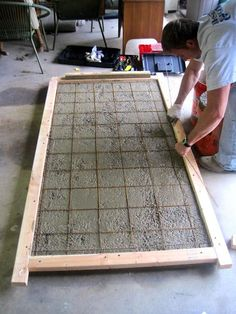DIY home decor: How to make a concrete table top. Will certainly being making one of these for my first home. Although I was thinking more of a lower table. Like just a thick concrete block on industrial wheels. Concrete Furniture, Concrete Projects, Diy Furniture, Furniture Online, Furniture Plans, Beton Design, Concrete Design, Diy Concrete, Concrete Tools