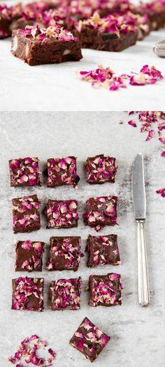 Gâteau délicieux - mariage des fleurs et sucre