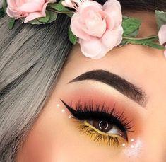 Smokey Eye Makeup, Eyeshadow Makeup, Winged Eyeliner, Eyeshadow Palette, Shimmer Eyeshadow, Yellow Eyeshadow, Apply Eyeliner, Makeup Brushes, Smoky Eye