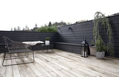 stylizimoblog.com - black fence on terrace