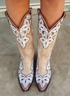 pinkandgreenlivingthedream:  Perfect weather in Fort Worth for some Old Gringo cowboy boots!
