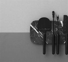 Normann Copenhagen  Pebble er en serie til servering af oste, som er designet med øje for den elegante visuelle præsentation. Serien består af fire forskellige redskaber samt et serveringsbræt i to størrelser. Pebble tager navn efter det afrundede formsprog, som binder seriens dele sammen.