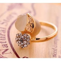 NWOT Heart Ring Size7 Yellow gold filled ring. Size 7. NWOT. Jewelry Rings