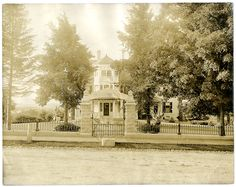 Pleasant View, front gate, undated (P06584). Courtesy of The Mary Baker Eddy Collection
