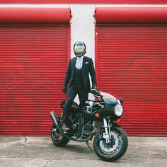 The Bullitt: The Suited Racer. How bike photography should be :)