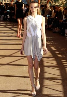 dion-lee-spring-summer-2010-11-beige-pleated-dress