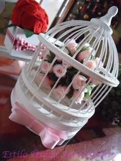 """(ESGOTADA)  Mini gaiola chinesa em  bambu, madeira e vime, pintada a mão, com topiaria de flores artificiais e detalhes  de laço channel (duplo) de fita de cetim... Um luxo!!! Ideal para decoração de quartos de bebês, adolescentes, mesas de festas de casamentos, aniversários, mesas de centros, ou qualquer outro cantinho da sua casa... """"Também pode ser usada para presentear padrinhos de casamento...""""  """"As cores  das flores e da fita são da preferência do cliente"""". R$33,70"""