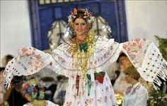 "El Traje Tipico de PANAMA ""LA POLLERA"": hermosa pollera de coquito, Ana Gloria González Velasco"