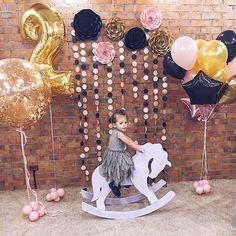 Вчера оформляли День Рождения малышки Софи получилось очень стильно цветовое сочетание - просто  Кстати, данный набор (Розы и гирлянды) доступен для аренды  А праздник проходил в очень уютном месте- новом арт-лофт клубе Pryatki @pryatki_club однозначно рекомендуем стильный интерьер , огромная площадь, новые игрушки  . Хотите незабываемый праздник? Тогда заказывайте декор от @_blooming_paper и бегите бронировать @pryatki_club