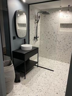 Bathroom cabinet models - Home Fashion Trend Upstairs Bathrooms, Downstairs Bathroom, Bathroom Design Luxury, Bathroom Design Small, Apartment Decoration, Complete Bathrooms, Family Bathroom, Bathroom Renovations, Terrazzo