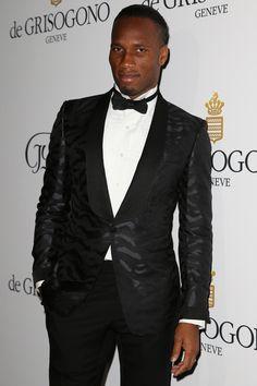 Comment reconnaît-on un footballeur à #Cannes ? Faites comme #Drogba, portez une tenue de soirée originale en la louant sur www.placedelaloc.com ! #cannes #festivaldecannes #consocollab