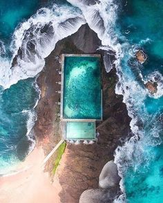 Ocean Pool, Mona Vale Beach, Sydney, New South Wales, Australia.