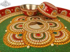 Arti Thali Decoration, Kalash Decoration, Diwali Diya, Diwali Craft, Diwali Decorations, Wedding Decorations, Acrylic Rangoli, India Crafts, Indian Rangoli