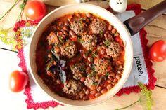 Тефтели в томатном соусе с фасолью