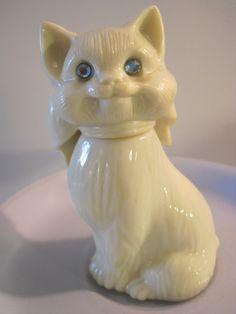 Vintage Avon Collectible Blue Eyed Cat Perfume Bottle.