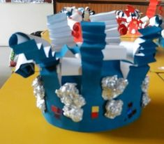 Cette semaine, fête de la galette. Mais , tous nos petits élèves étaient magnifiques avec leurs jolies couronnes Voici les couronnes des 4 PS : les couronnes des MS et les couronnes des GS Hanukkah, Xmas, Winter Time, Nursery School, End Of The Year Celebration, King Cakes, Rice