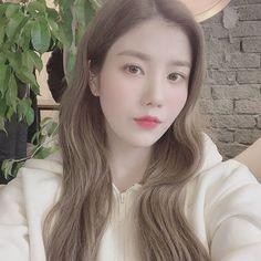 Image may contain: 1 person, closeup Kpop Girl Groups, Kpop Girls, Yuri, Wheein Mamamoo, Ulzzang Korean Girl, Japanese Girl Group, Woollim Entertainment, Kim Min, The Wiz