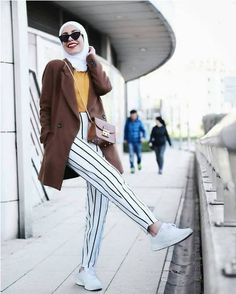 Striped pants and ruffle blouses hijab outfits – Just Trendy Girls Modest Dresses, Modest Outfits, Chic Outfits, Modest Clothing, Muslim Fashion, Hijab Fashion, Fashion Outfits, Islamic Fashion, Modest Fashion