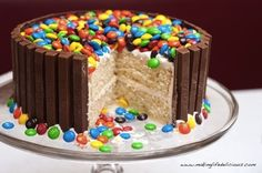 Kit Kat + M&M's Cake / 13 Amazing Cakes Made With Leftover Halloween Candy (via BuzzFeed)