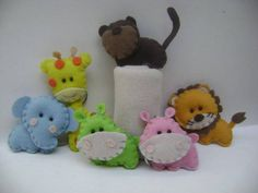Chaveiro  Bichinhos safari confeccionados em feltro  Lembrancinhas de maternidade ou aniversário  Embalados saquinho celofane com laço de cetim e tags personalizado.    Medidas:    Leão: Largura: 6 cm, Altura: 7 cm  Girafa: Largura:5 cm, Altura: 10 cm  Hipopótamo: Largura: 6 cm, Altura: 6 cm  Elefante: Largura: 6 cm, Altura: 6 cm  macaco: Largura: 6 cm, Altura: 6 cm    Pedido minimo: 10 unidades    Prazo de produção altera conforme a quantidade do produto. R$ 2,70