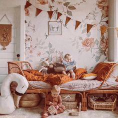 Land of Roses behangpapier van Jimmy Cricket ontworpen door Mrs Mighetto. Baby Bedroom, Girls Bedroom, Teen Bedrooms, Master Bedroom, Ikea Kids Room, Rustic Bedroom Design, Kids Room Design, Little Girl Rooms, Duvet Sets