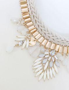 Collier plastron chaînes et perles ivoire