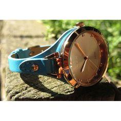 LOISIR klein, dun dameshorloge met turquoise leren horlogeband