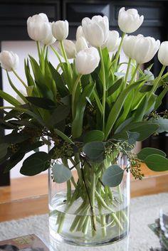 Resultado de imagem para white tulips in vase 写真 . ☼ ஜℓvஜ ✨❁⊰ ~♥~ MO Apr 2018 ~♥~ ⊱⛩☮️☸️ॐ⛩✨❁↠ ஜℓvஜ ☼ Fresh Flowers, Spring Flowers, Beautiful Flowers, Vase Of Flowers, Cascading Flowers, Cut Flowers, Beautiful Things, Deco Floral, Arte Floral