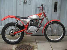 J en cherche une.... Magnifique!! Honda Dirt Bike, Honda Motorcycles, Dirt Bikes, Vintage Bikes, Vintage Motorcycles, Custom Motorcycles, Trail Motorcycle, Motos Trial, Course Moto